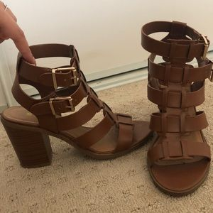 Camel color strappy chunky heels! Size 6.5!